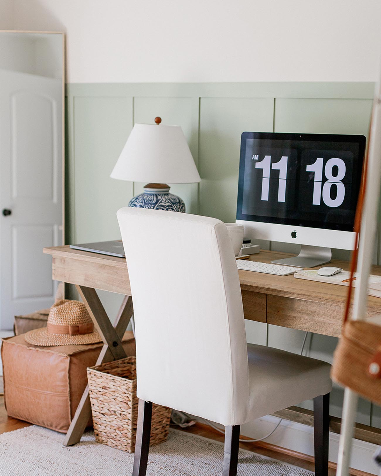 If you're fortunate to be able to work from home, why not create a beautiful home office. Here are our favorite home offices from Instagram to get you inspired!