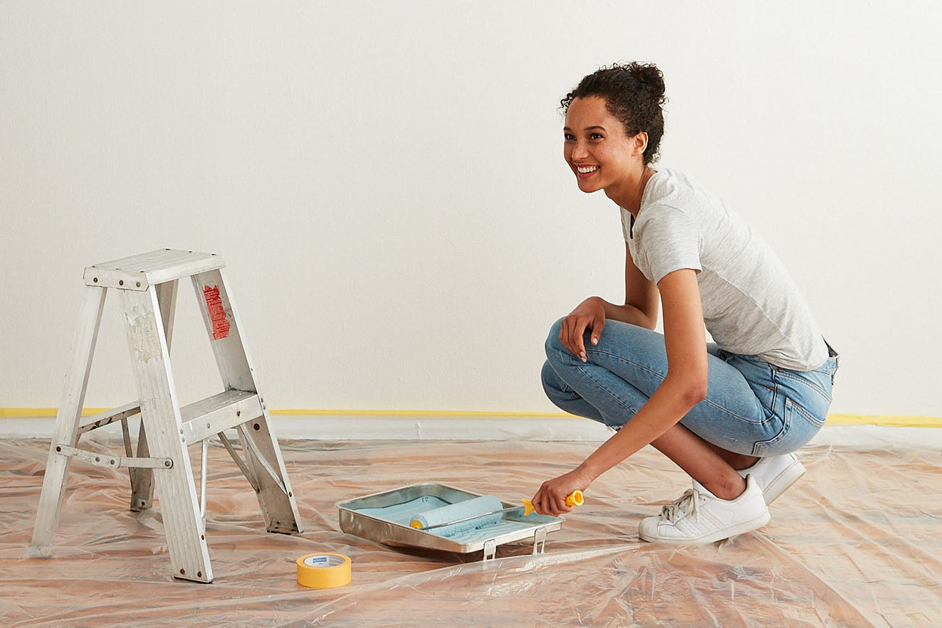 How much does it cost to paint a room? From hiring painting services to DIY, these must-read tips will help you plan & budget for your interior paint project.