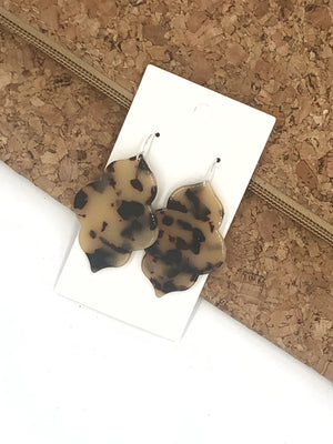 Blonde Tortoise Quatrefoil Acrylic Earrings