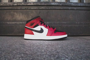 "Air Jordan 1 Mid ""Chicago Black Toe"""