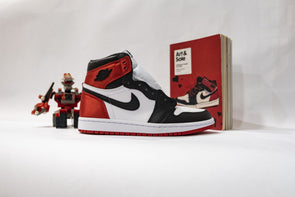 "Nike WMNS Air Jordan 1 High OG ""Satin Black Toe"""