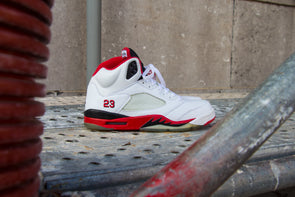 "Air Jordan 5 Rétro ""Fire Red"" (2006)"