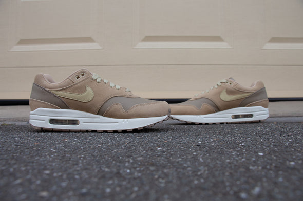 "Nike Wmns Air Max 1 ""Team Gold"""