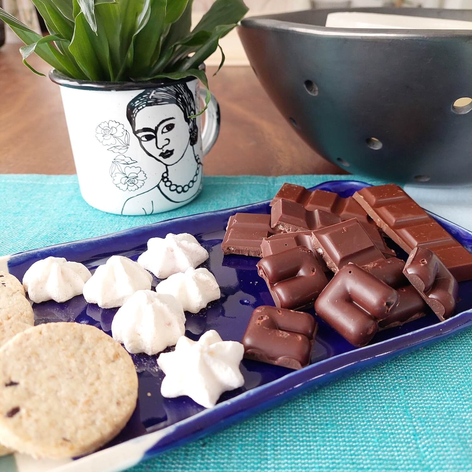 Mexican specialty chocolate and meringue for coffee table