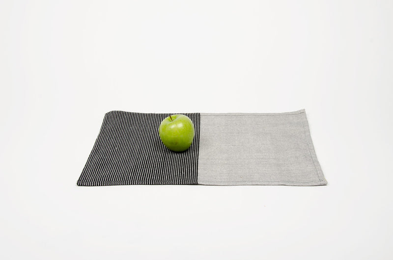 products/Cotton-placemat-grey-black-table.jpg