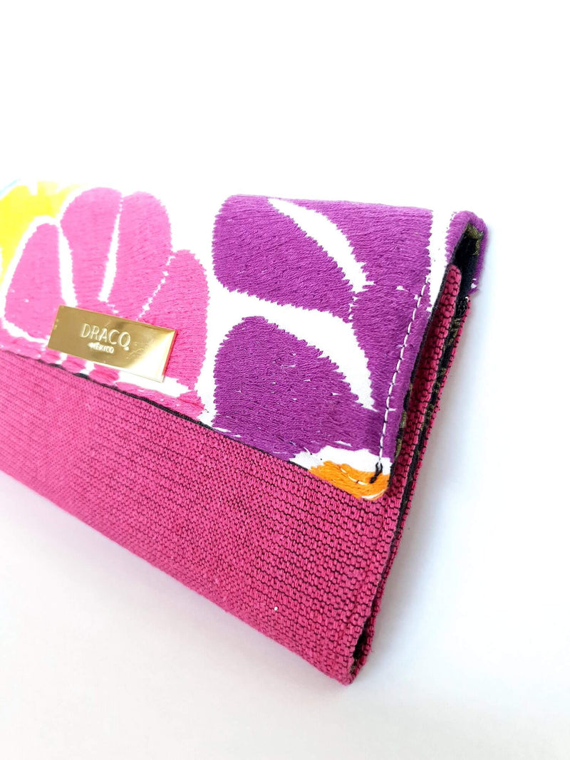 products/Embroidered-flowers-wallet-pink-detail.jpg