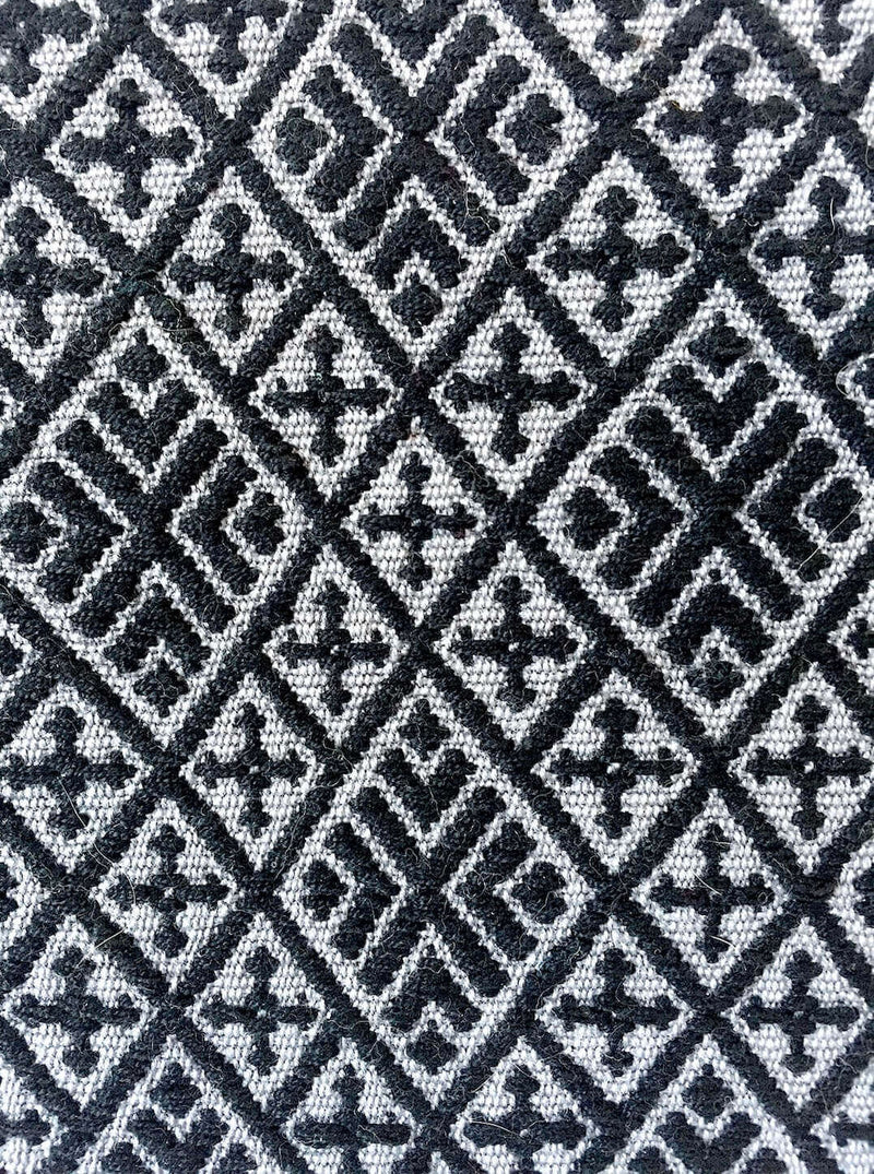 products/Folklor_iPad_Textil_Case_Black_Grey_detail.jpg