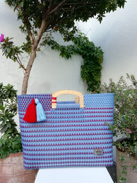 I-XU Wood Handle Tote bag in light blue with red details outdoor