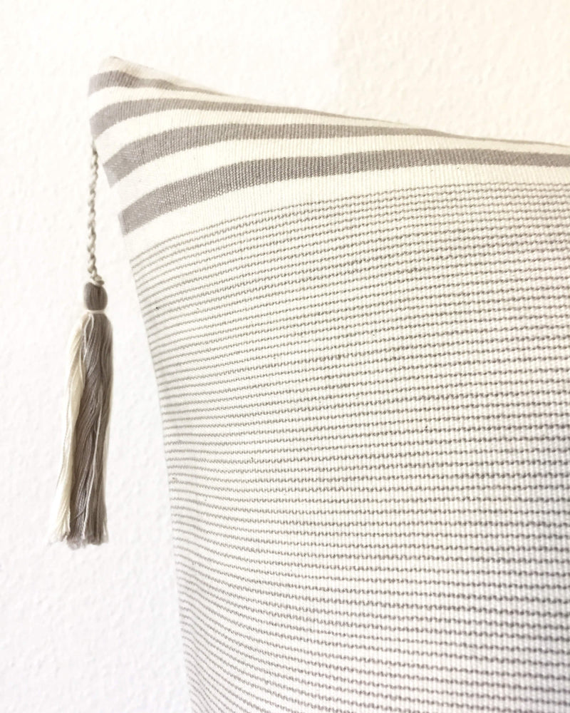 products/Lupita_Hielo_Throw_Pillow_detail.JPG