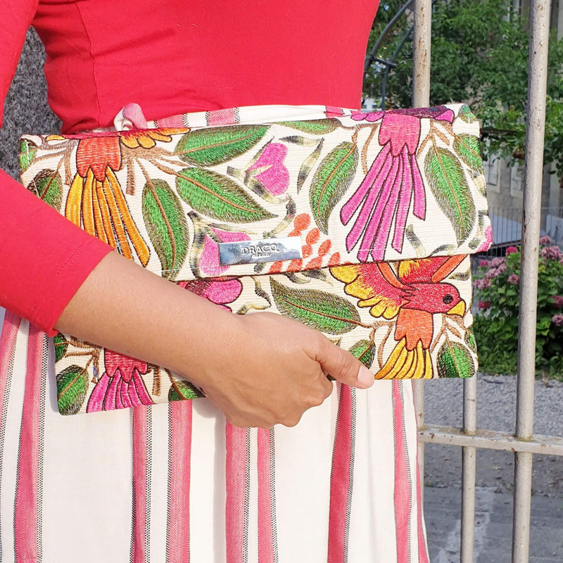 products/clutch-bag-flowers-outfit_4e7b67ba-f577-4b82-8a58-1d07acbc6ee6.jpeg