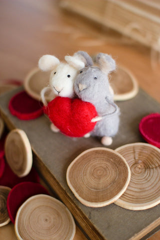 Set of 2 Felt Mice With Hearts