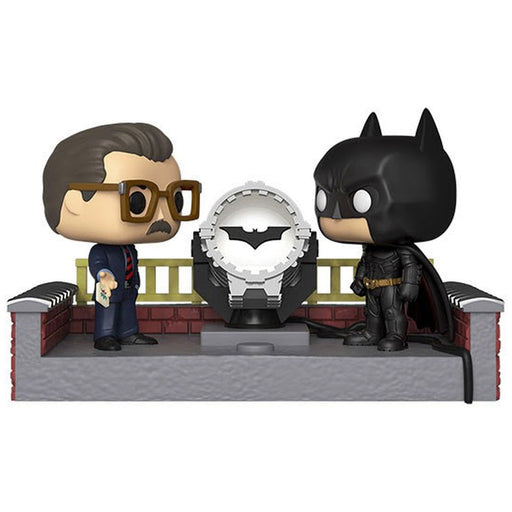 BATMAN AND JAMES GORDON WITH LIGHT UP BAT SIGNAL - BATMAN BEGINS (80TH ANNIVERSARY) (MOVIE MOMENTS)