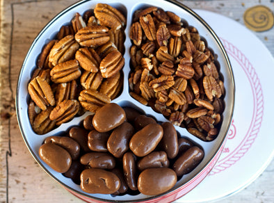 This Sugar Free Pecan Gift tin is as healthy as you can get! Great for anybody that tries to eat healthy, it consists of: Papershell Pecans, Native Pecans and Sugar Free Chocolate Pecans.