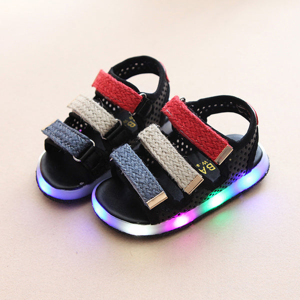 2017 European Lovely LED kids sandals hot sales summer beach baby shoes shining casual boys girls