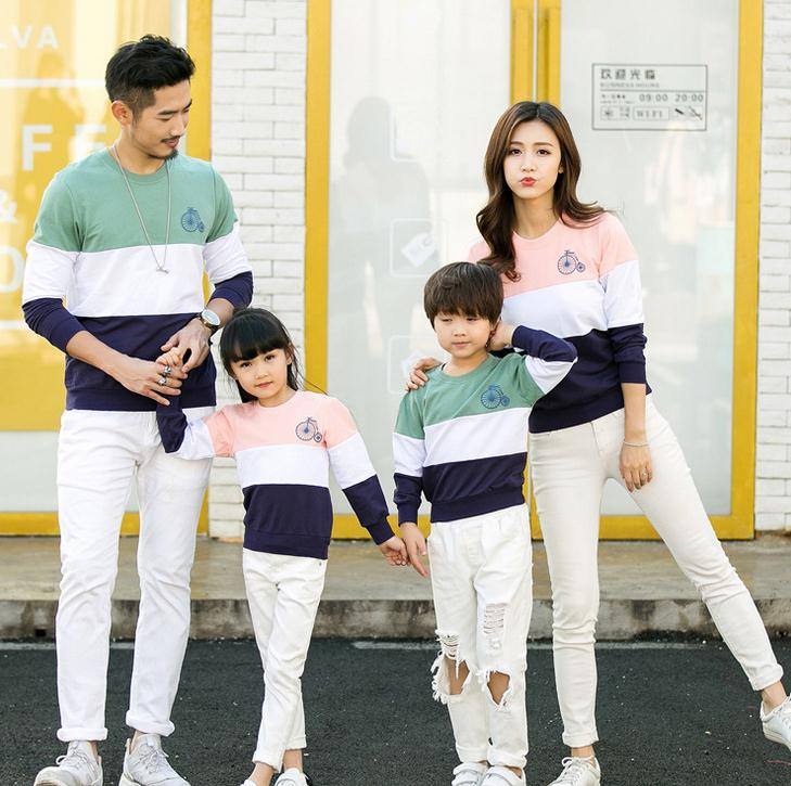 842361cb36c0d 2018 Hot Sale Patchwork Desgin Summer Family Matching Outfits T-shirt  Clothes For Dad Mon Daughter and Son Suits Top Clothing