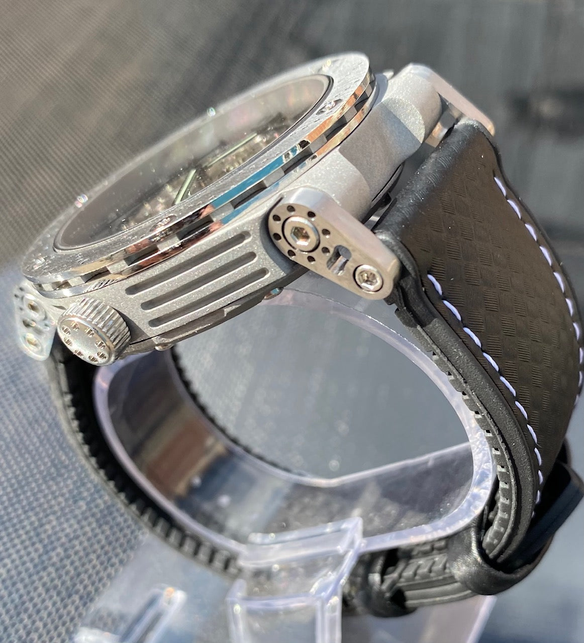 Synchro Skeleton Limited Edition Pearl with stainless steel brake disc bezel