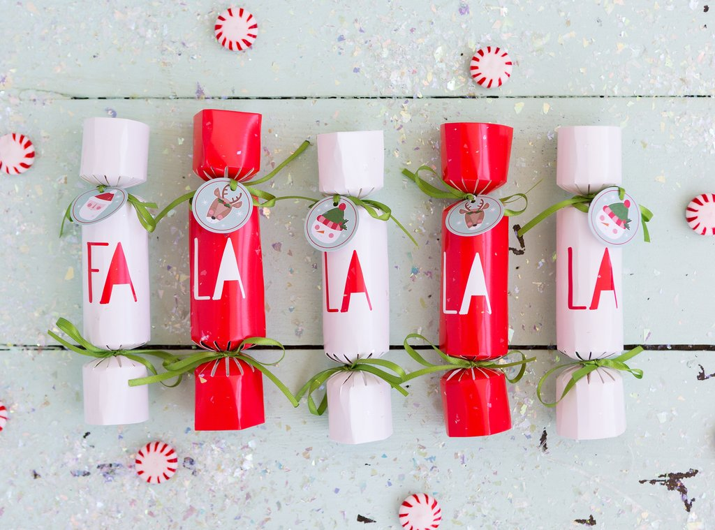 Holly Jolly Party Crackers