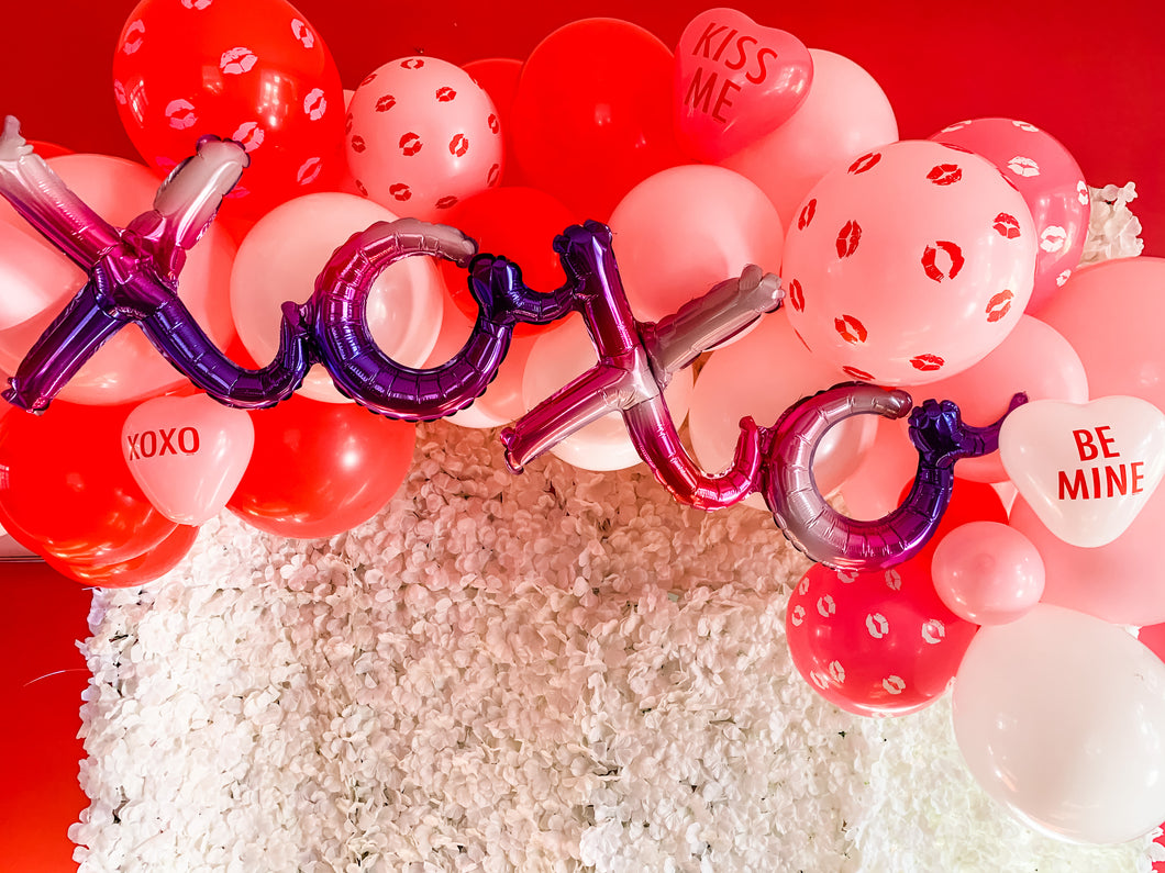 Valentine's Day DIY Balloon Garland-XOXO