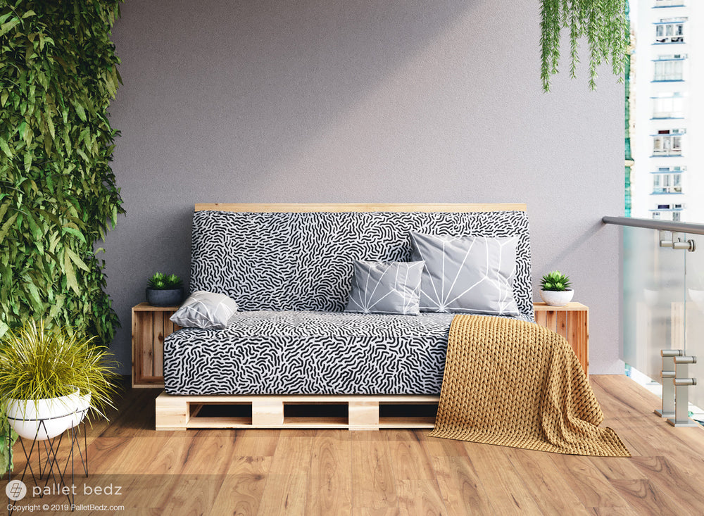 The Daybed Futon by Pallet Bedz