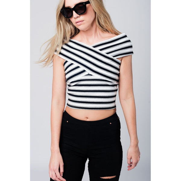 Crossed sleeves black striped crop top