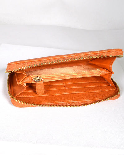 Solid Textured Clutch with Zip Fastening
