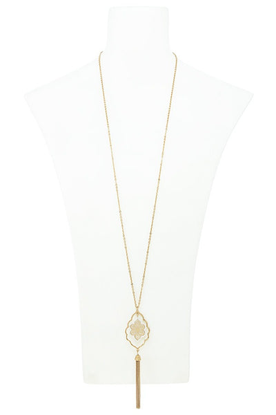 Chain tasseled quatrefoil outline necklace set