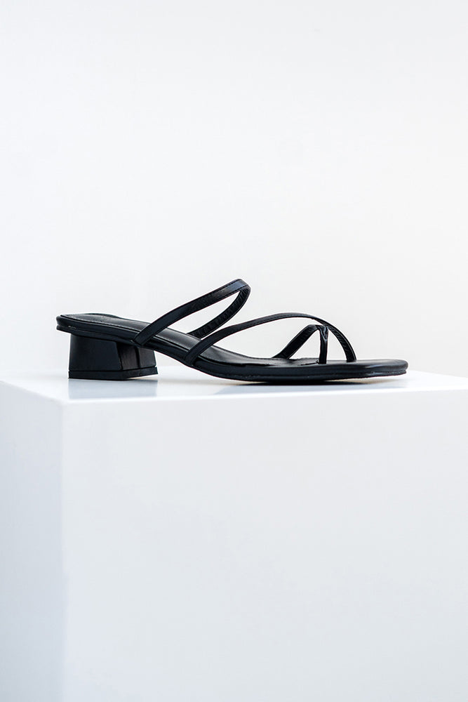 Senna Strappy Sliders in Black