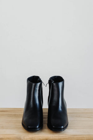 Load image into Gallery viewer, Mila Boots in Black