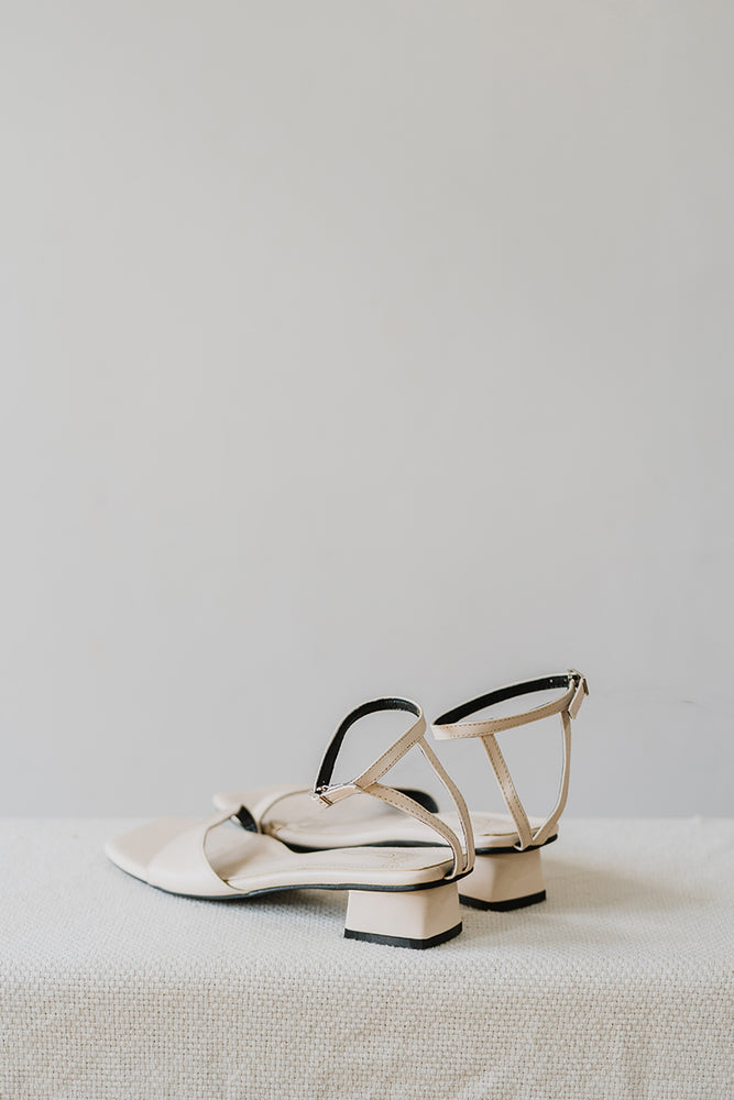 Load image into Gallery viewer, Iris Sandals in Cream