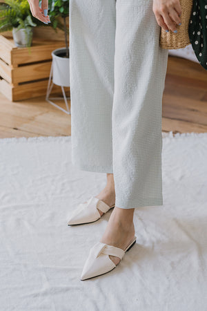 Load image into Gallery viewer, Callie Slip on Mules in Cream