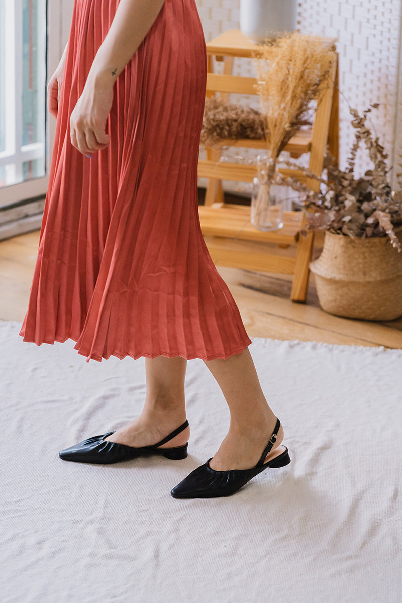 Avery Flats in Black