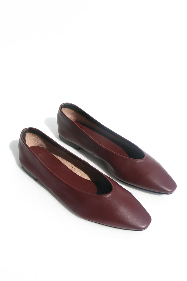 Tracy Pointed Flats in Wine