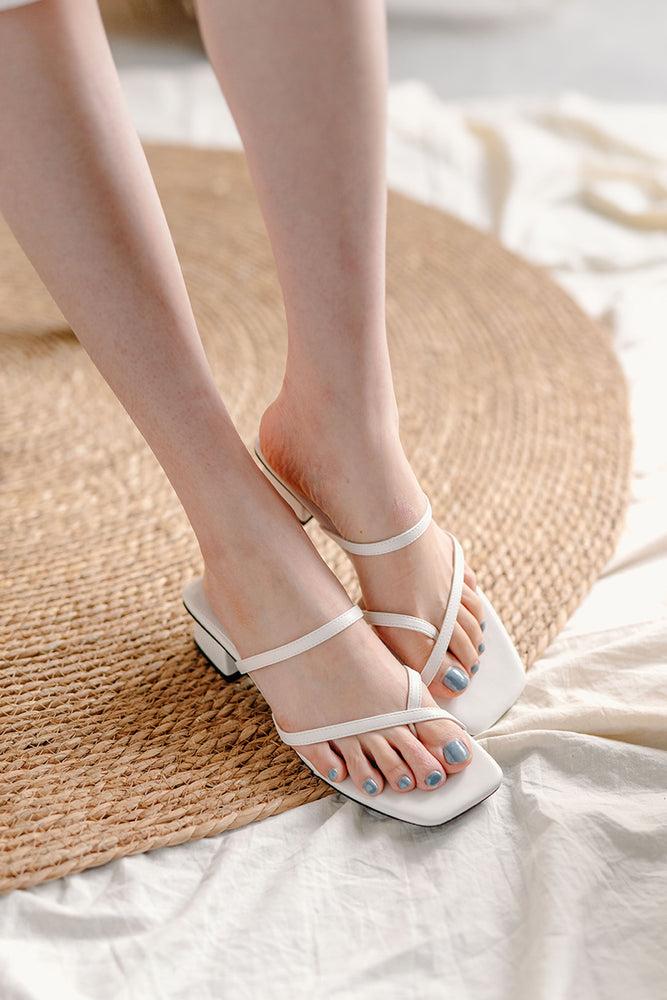 Load image into Gallery viewer, Senna Strappy Sliders in Cream