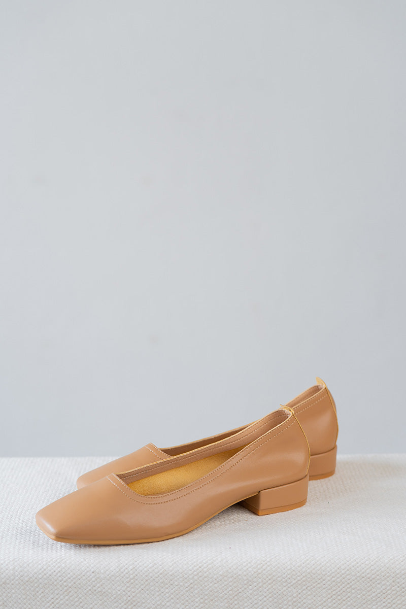 Nora Low Heels in Camel