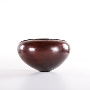 Curved flat top clay pot