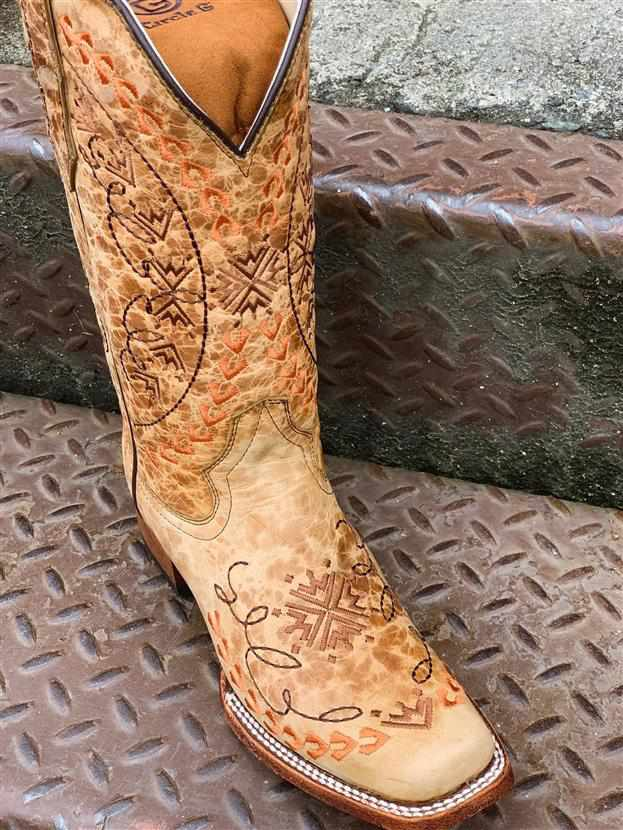 Straw Embroidery Boot Circle G by Corral