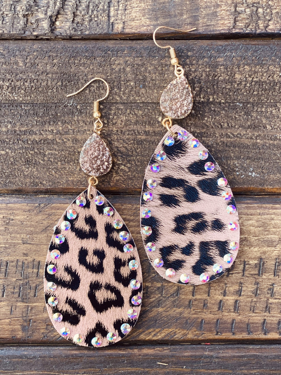 Going Wild Pendant And Druzy Earrings - Leopard