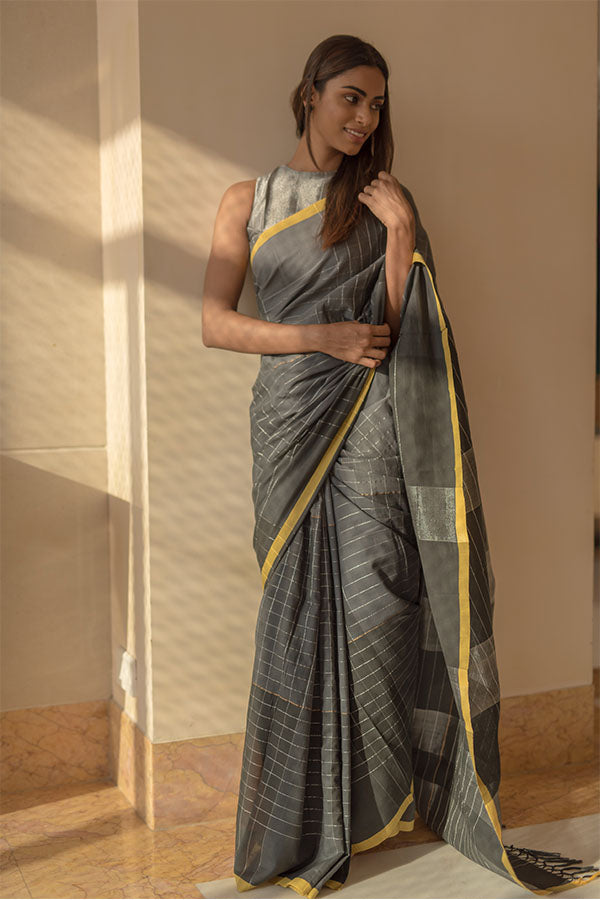 Black pepper saree with silver zari. - noolbyhand.com