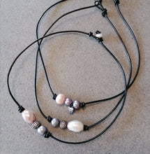 Baroque pearl leather choker