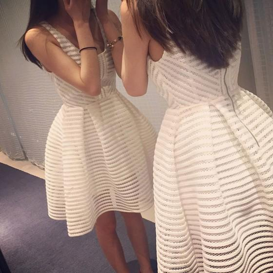 White Patchwork Hollow-out Lace Zipper Round Neck Mini Dress