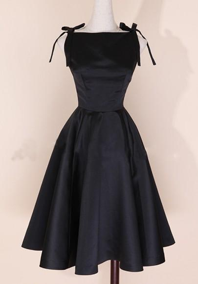 Black Plain Pleated Audrey Hepburn Style Empire Waist Round Neck Fashion Vintage Midi Dress