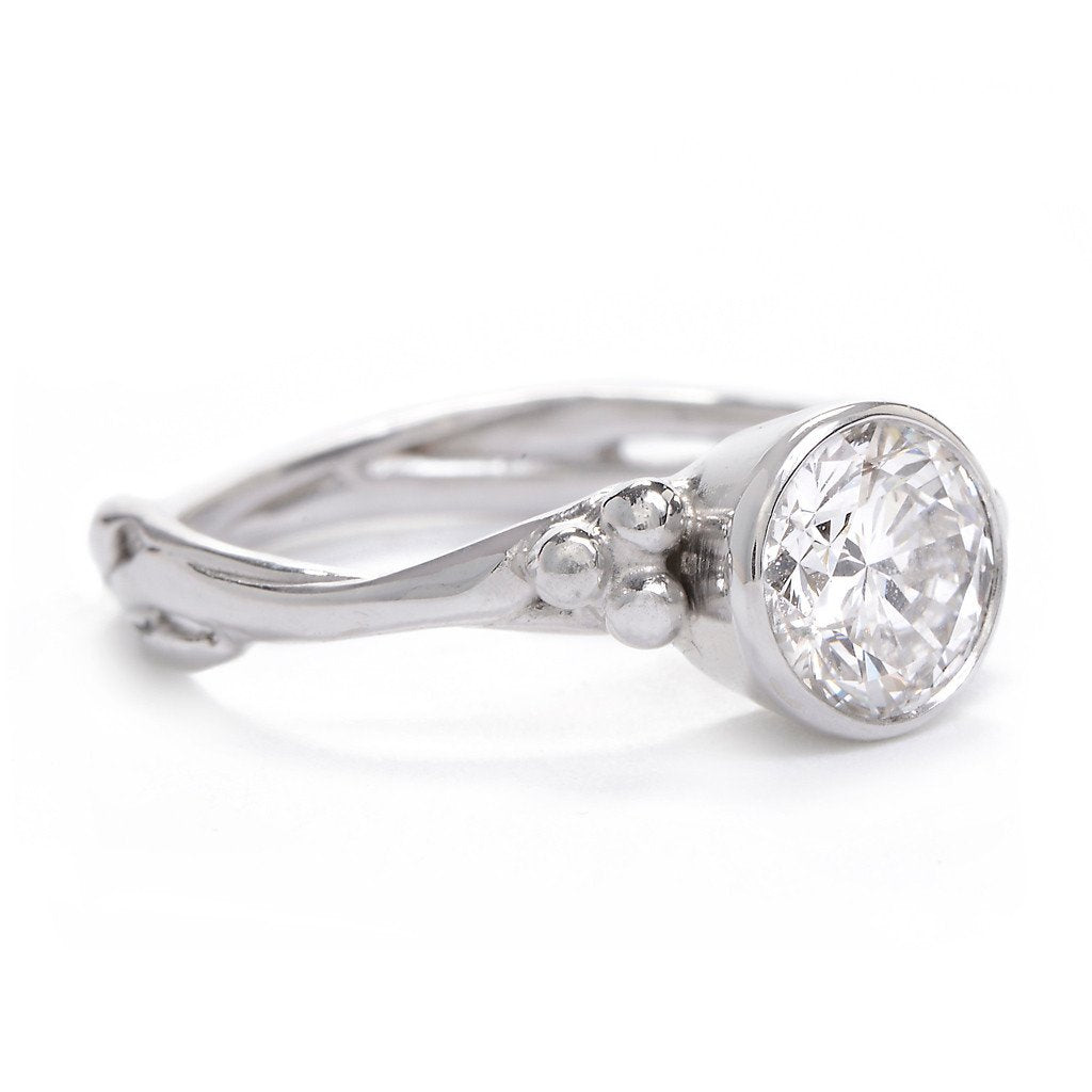 SEAGRASS RING WITH BRILLIANT DIAMOND