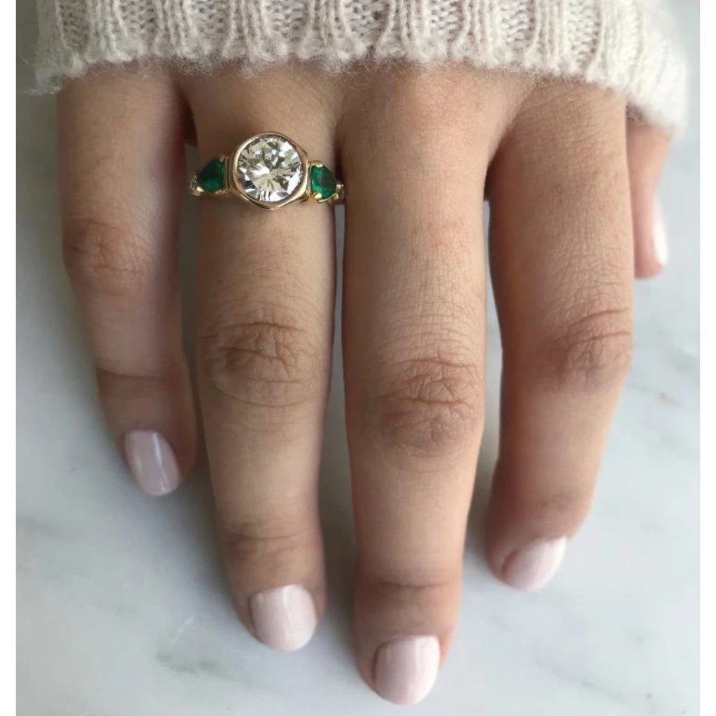 18k DIAMOND AND EMERALD RING