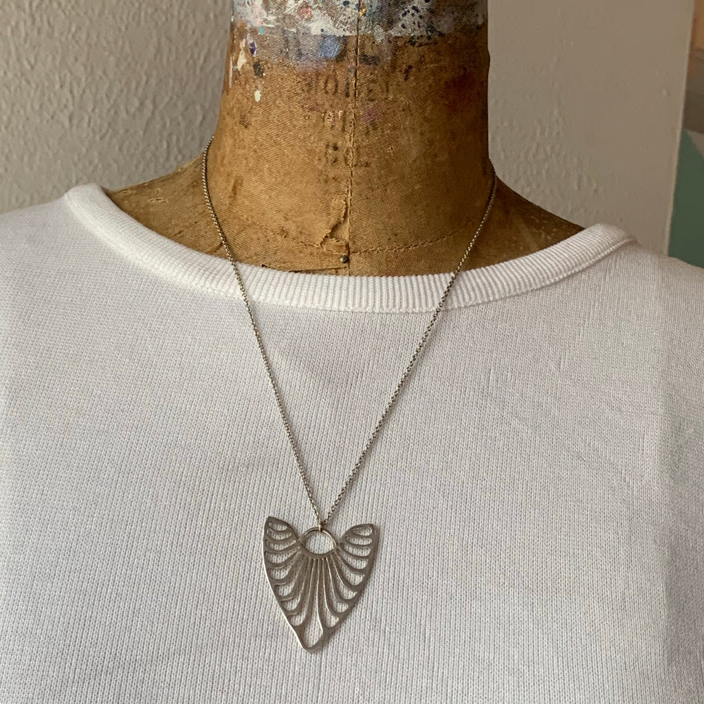 HEART RIBS NECKLACE