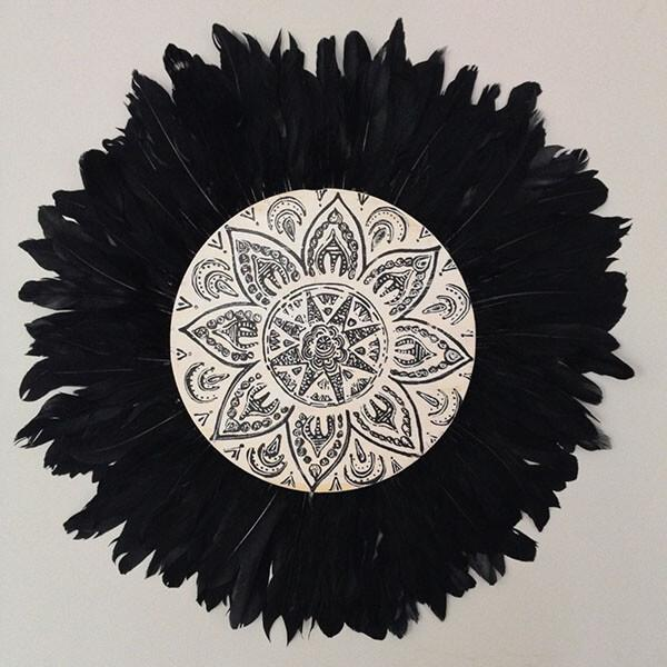 round white-black and shell wall art