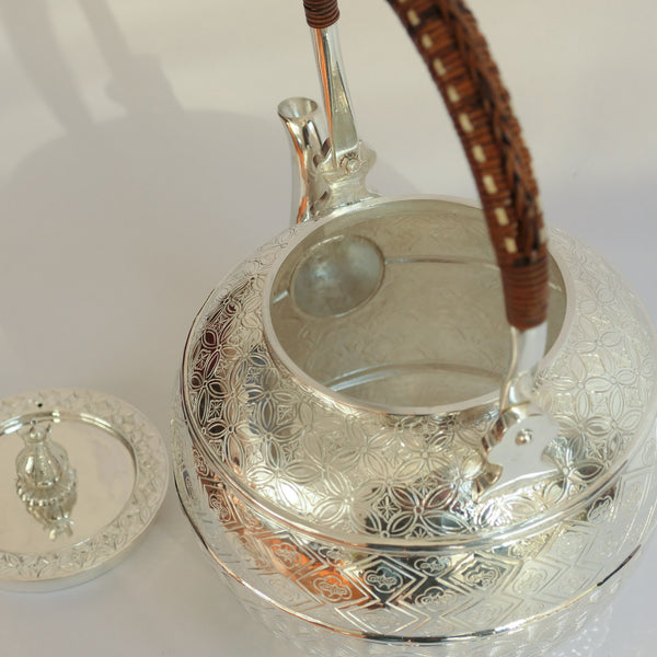 1.35L .999 Silver Kettle (Carved)