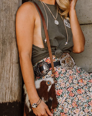 A beautiful cowhide mini bag that packs punch! It's the perfect size to carry your 'on the go' essentials in style. The gorgeous western boho bag also doubles as clutch with removable strap.