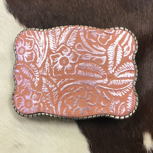 Western style buckle that Securely holds up to 5 cards.   The original Wallet Buckle USA  Securely Holds Up to any 5 Cards Slight Taper Pinches Your Cards to Hold Them in Place Access your Visa Cards, IDs, and even Cash in 2 Seconds  Quality Metal hardware 10 x 7.5cm. Fits any snap belt (we sell snap belts) Great for festivals, rodeo events and those nights on the town. You can ride bucking bulls and your cards won't fall out!