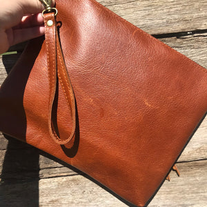 ♦️Kingaroy Grande Clutch - Antique Tan