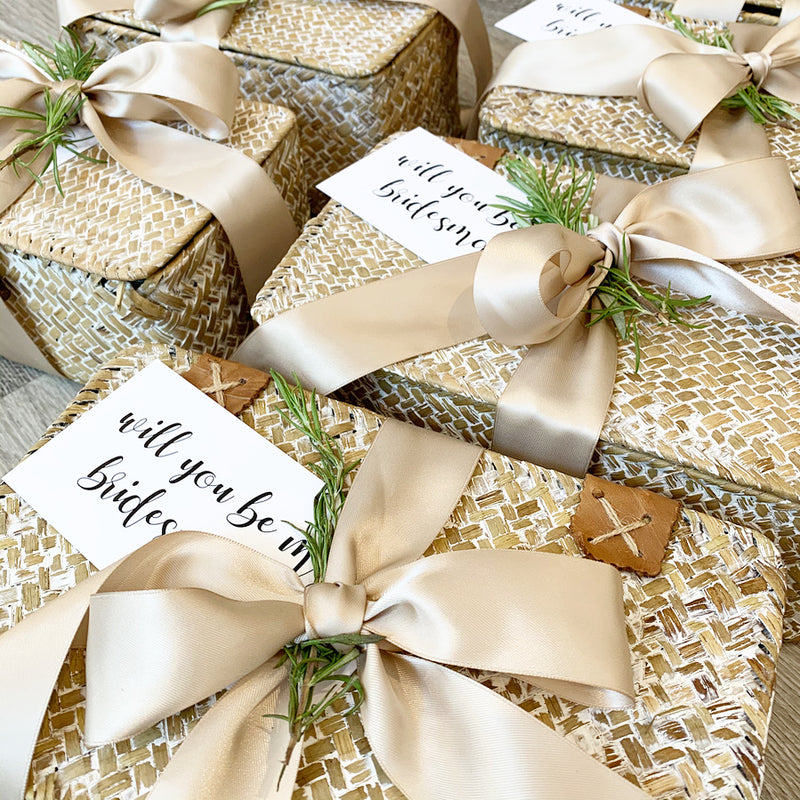 The Go-to Guide for Wedding Gift Ideas – From Bridesmaids Gifts to Vendor Gifts